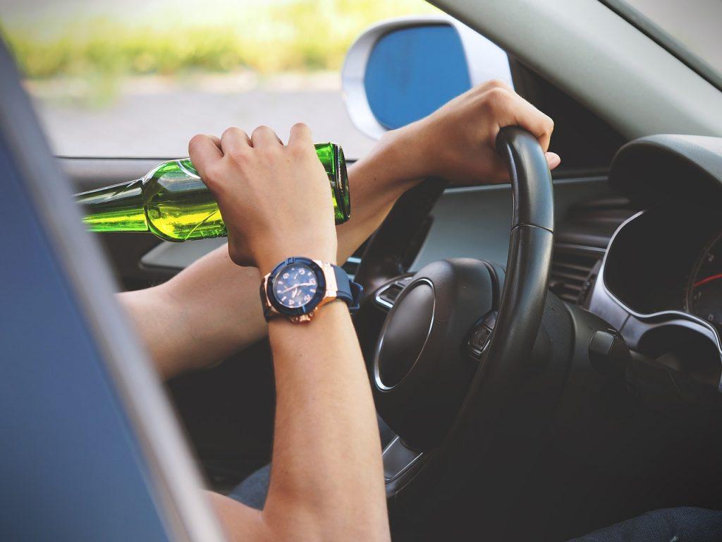 Kara grzywny, więzienie? Co grozi za jazdę pod wpływem alkoholu?